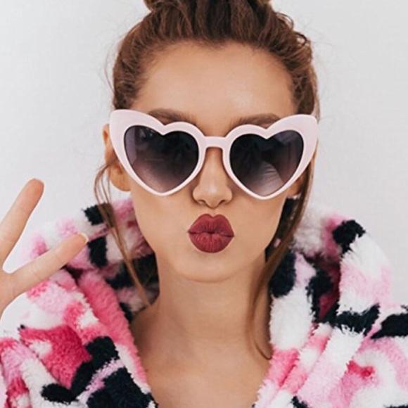 6262e4911b99 Mod Oversized Pop Art Heart Frame Sunglasses Pink